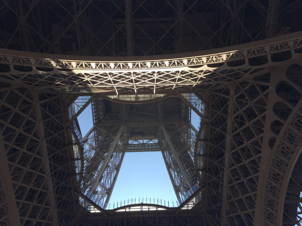 Eiffel Tower Middle